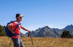 Wanderer im Panorama Andorra