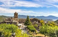 Die mittelalterliche Plaza Mayor von Ainsa