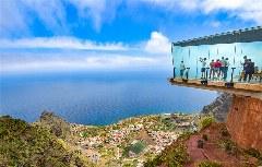 Skywalk im Glasbalkon in 900m Höhe bietet der Mirador de Abrante