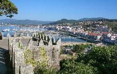 Blick vom Fort Monterreal auf den Baiona-Hafen