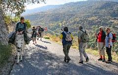 Wanderer und Reiter auf Wanderung nach Lanjarón