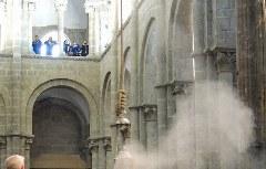 Weihrauchkessel Butafumeiro während der Pilgermesse in Santiago