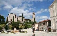 Dorfplatz von Greccio