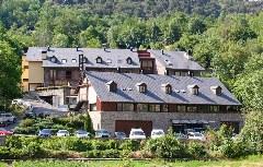 Das 4-Sterne-Hotel Riberies am Rande von Llavorsí