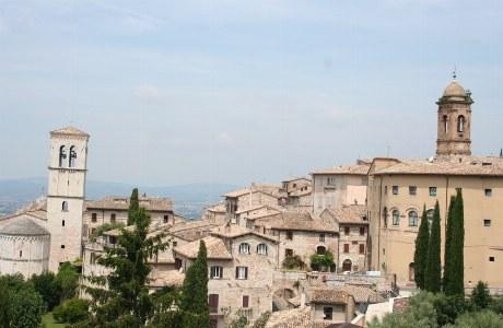 Blick auf die Basilika San Francesco in Assisi