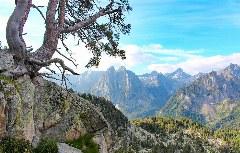 Blick auf den Doppelgipfel Els Encantats im Aigüestortes Nationalpark