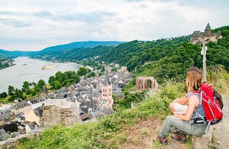 Blick über Bacharach und Rhein